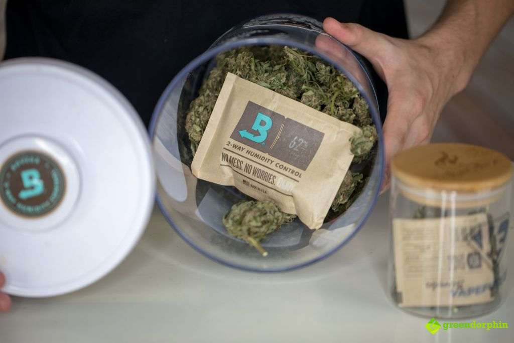 store your cannabis with Boveda pack