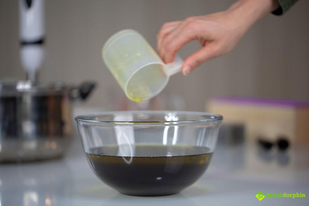 Measuring oils for hemp soap