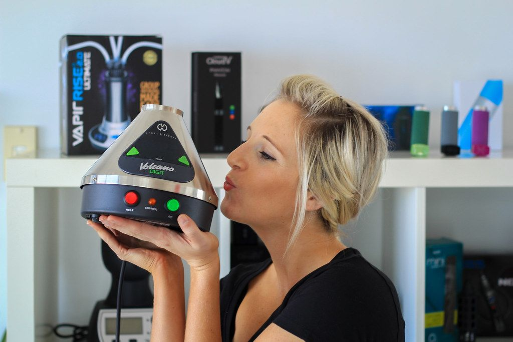 3 Reasons to Invest in a Desktop Vaporizer